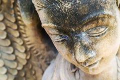 天使休息的雕象 库存照片