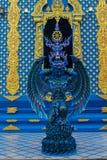 天使卫兵雕象在蓝色寺庙清莱,泰国的 库存图片