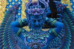 天使卫兵雕象在蓝色寺庙清莱,泰国的 库存照片