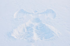 天使印刷品雪表面上的 图库摄影