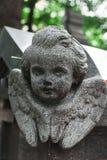 天使古色古香的雕象在坟茔的 图库摄影