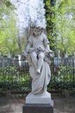天使和十字架纪念碑 图库摄影