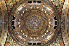 天使和圣洁字符在利雪(法国)装饰Sainte特雷瑟大教堂圆顶  图库摄影