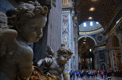 天使和天使从梵蒂冈圣皮特圣徒・彼得的大教堂 库存照片