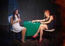 天使和恶魔纸牌 免版税库存图片