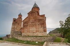 天使和高加索山脉的教会在卡赫季州 免版税图库摄影