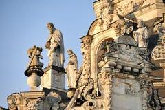 天使和Apostels在日落-标志的教会在Dubrovitsy 免版税库存图片