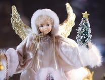 天使圣诞节装饰品玩偶形象逗人喜爱的假日飞过 免版税库存图片