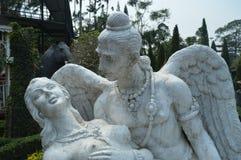 天使在公园 免版税库存照片