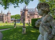 天使在城堡德哈尔,荷兰庭院里  库存图片
