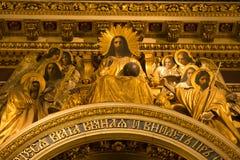 天使在以撒大教堂,圣彼得堡 免版税库存照片