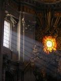 天使大教堂彼得发出光线s st 库存照片