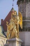天使的金黄雕象 库存照片