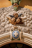 天使的面孔雕塑看法在Vence教会门面的  图库摄影