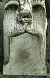 天使祈祷的墓碑 免版税图库摄影