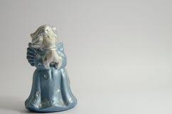 天使背景雕象白色 免版税库存图片