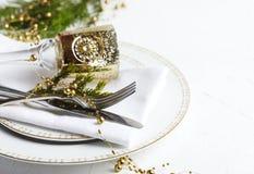 天使苹果球美丽的巧克力圣诞节丁香咖啡构成日期柠檬针桔子杉木存在设置表核桃的葡萄干 背景上色节假日红色黄色 免版税库存图片