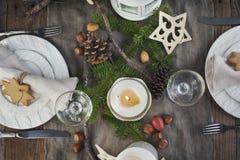 天使苹果球美丽的巧克力圣诞节丁香咖啡构成日期柠檬针桔子杉木存在设置表核桃的葡萄干 被点燃的背景电灯泡色的装饰诗歌选节假日光 库存照片