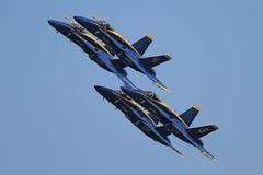 天使蓝色展示飞行形成技能 库存图片