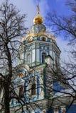 天使迈克尔寺庙在Nikol ` sko-Arkhangel ` skoye的 假定大教堂dmitrov克里姆林宫莫斯科明信片区域俄国冬天 库存图片