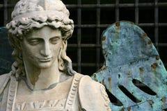 天使迈克尔雕象 免版税库存图片