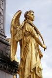 天使金黄雕象在喷泉的在大教堂前面在萨格勒布 库存图片
