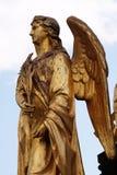 天使金黄雕象在喷泉的在大教堂前面在萨格勒布 免版税库存图片