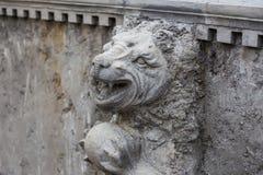 天使雕塑和雕刻雕象  神话和腿生物  免版税库存照片