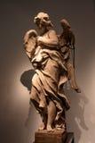 天使雕象与残破的翼的 库存图片