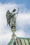 天使雕象在大教堂顶部的我们的沙特尔,法国的夫人 库存图片