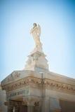 天使雕象在新奥尔良公墓 免版税库存图片