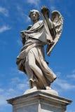 天使雕象在ponte圣安吉洛,罗马的 免版税库存图片