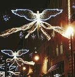 天使霓虹城市光英国欧罗巴公共建筑圣诞节装饰xmas 12月 库存照片