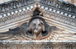 天使,圣徒救主教会门户在杜布罗夫尼克 免版税库存照片