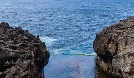 天使Billabong在努沙Penida,巴厘岛 免版税库存图片