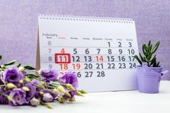天冬季体育 在日历的2月11日马克在紫色 免版税库存照片