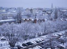天在以后的城市降雪,波兰 库存照片