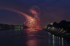 天城市普斯克夫 俄国 7月 被停泊的晚上端口船视图 免版税库存照片