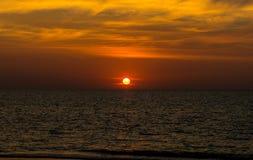 天堂普吉岛海岛海滩,日出射击风景  库存图片