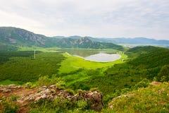 天堂水池和山 库存照片
