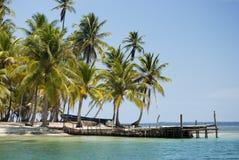 天堂海岛在雅拉库纳族自治区, Kuna Yala,圣布拉斯,巴拿马 日落 日出 免版税库存图片