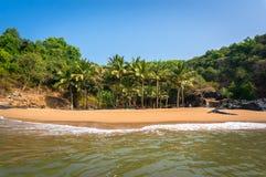 天堂海滩, Gokarna,与空的海滩和干净的沙子的美好的海景 免版税库存图片