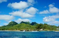 天堂热带海岛,一motu在盐水湖 免版税图库摄影