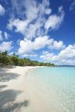 天堂田园诗加勒比海滩垂直的维尔京群岛 库存图片