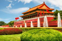 天堂般的和平,北京天安门广场门与淌淌水喷泉的 免版税库存图片