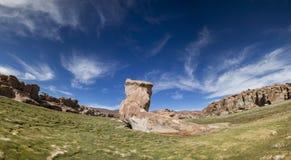 天堂风景、湖和奇怪的岩层,玻利维亚 免版税图库摄影