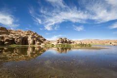 天堂风景、湖和奇怪的岩层,玻利维亚 库存图片