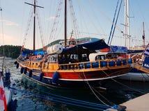 天巡航小船,莱夫卡斯州,希腊 免版税库存图片