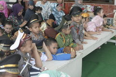 天庆祝的KARTINI服装孩子 免版税图库摄影