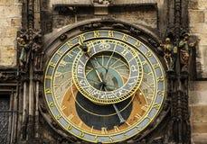 天文学吸引力城市时钟捷克大厅挂接老orloj普遍的布拉格共和国南部的方形旅游城镇墙壁 免版税图库摄影